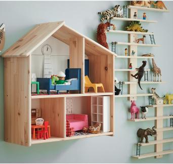IKEA Wandregale mit Büchern und Tieren